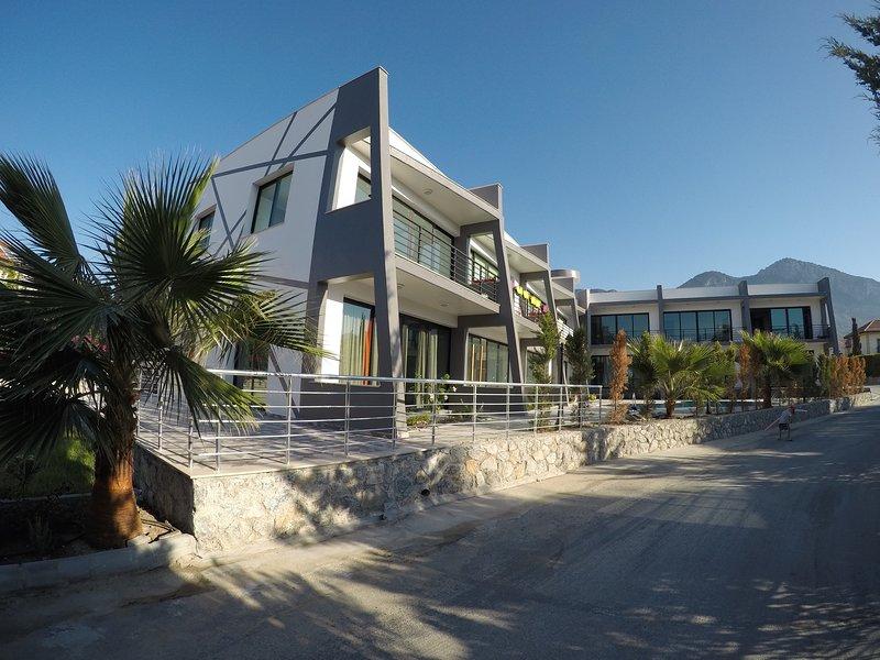 Magnificent apartment 1 + 1, 200 meters from the beach., alquiler de vacaciones en Lapta