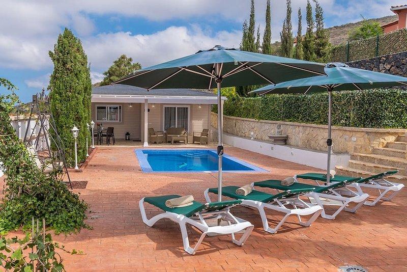 Villa Karla con Piscina: Tranquilidad y Naturaleza, holiday rental in Barrio Los Menores