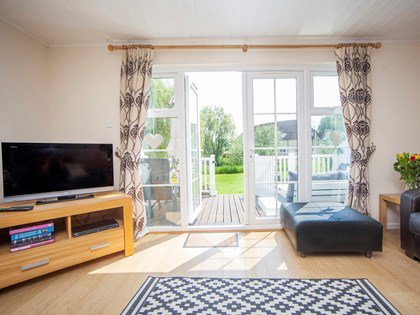 Lovely Lakeside Lodge, vacation rental in South Cerney