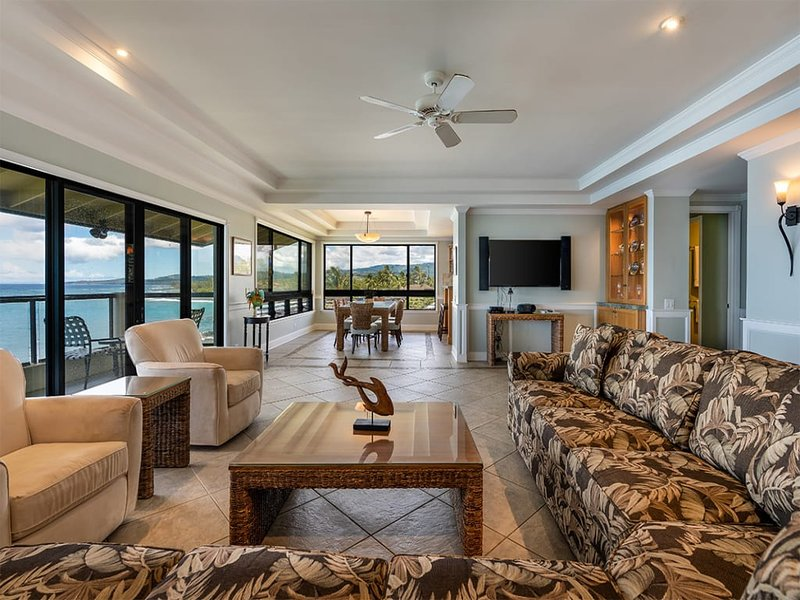 Penthouse Paradise! Modern Kitchen+Bath, Washer/Dryer, WiFi, Lanai–Poipu Shores, holiday rental in Poipu