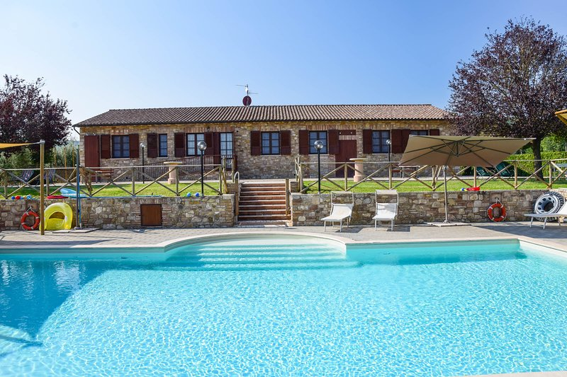 House with private pool and panoramic views at 6km from Todi., Ferienwohnung in Romazzano