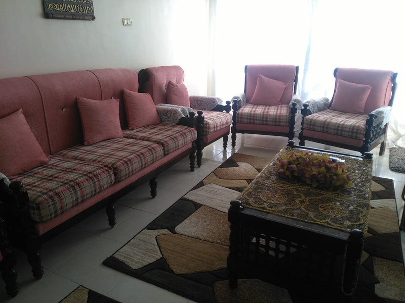 Enjoy to live in a quiet area close to everything for Egyptians, location de vacances à Le Caire