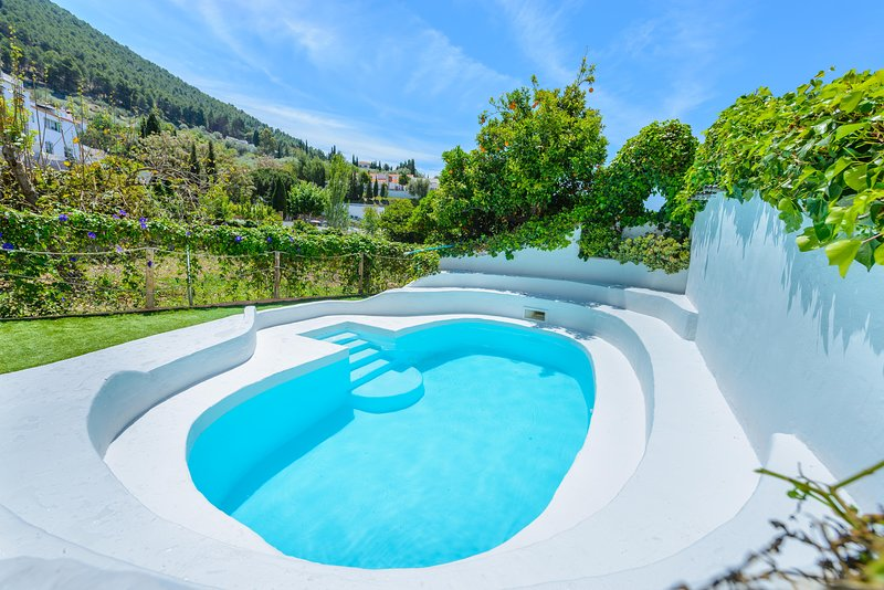Amazing house with shared pool, Ferienwohnung in Alcaucin