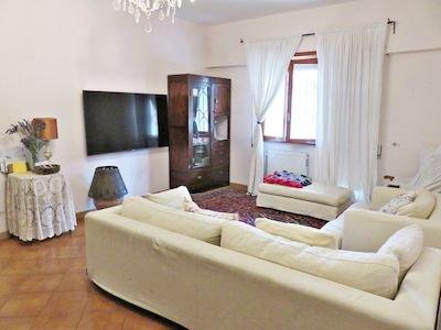 Spacious apt with balcony & Wifi, casa vacanza a Bardino Nuovo
