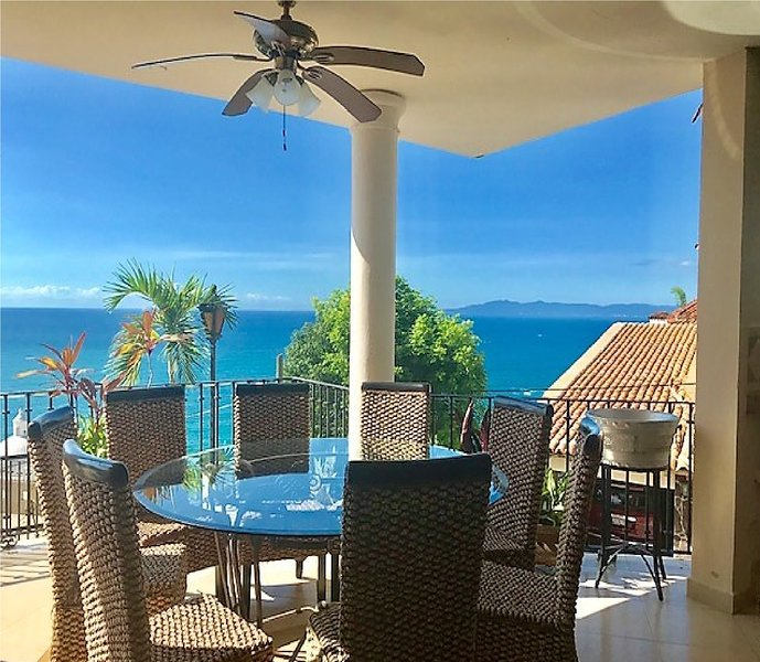 Casa del Eclipse espectacular Ocean View minutes from the Beach, holiday rental in Cabo Corrientes