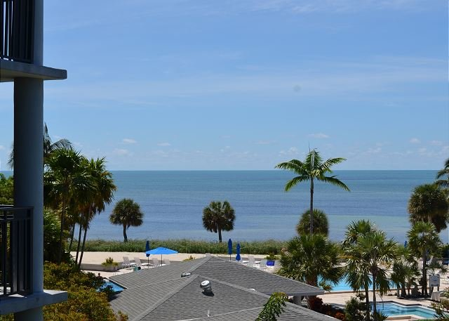 *Stay on the ocean with fantastic view, luxury finishes at great prices*, vacation rental in Key West