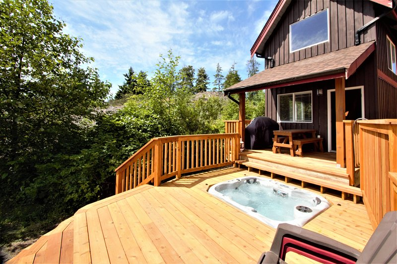 Beautiful Waterfront Cabin with Hot Tub!, vacation rental in Barkley Sound