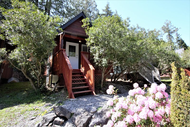 Love Shack Cabin at Reef Point, vacation rental in Barkley Sound