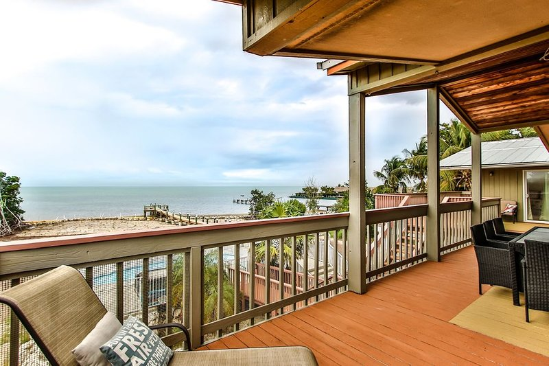 Beautiful Waterfront Home Gulf Side W/ Pool, Hot Tub & Kayaks !!!!, holiday rental in Duck Key
