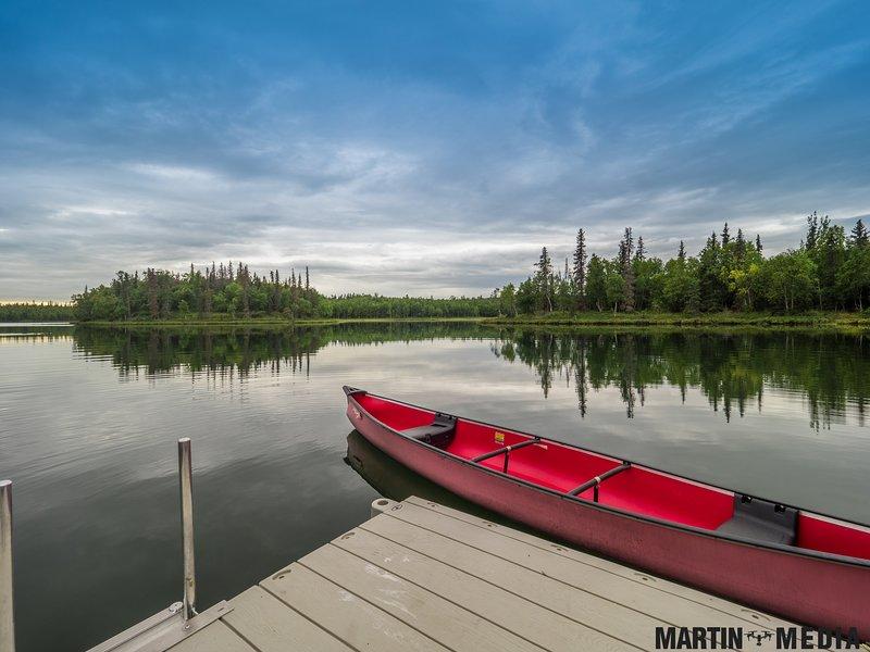 Il lago pulito è perfetto per la canoa e altre divertenti attività acquatiche.