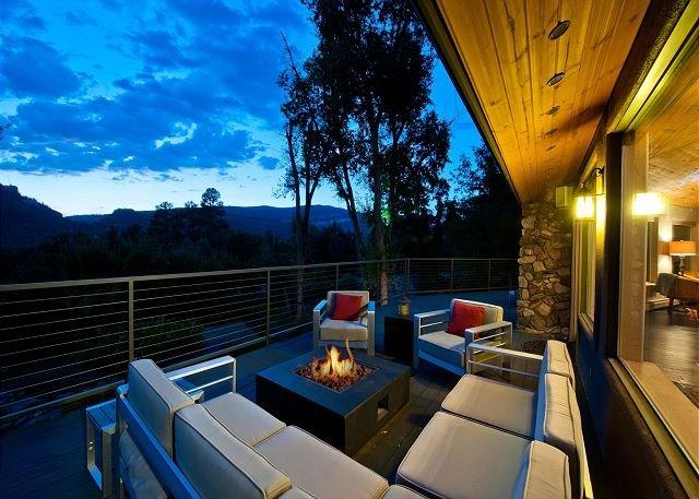 Luxury Home on 8 Acres - 9 Min. to Durango - Hot Tub/Fire Pit - Awesome Views, alquiler de vacaciones en Durango