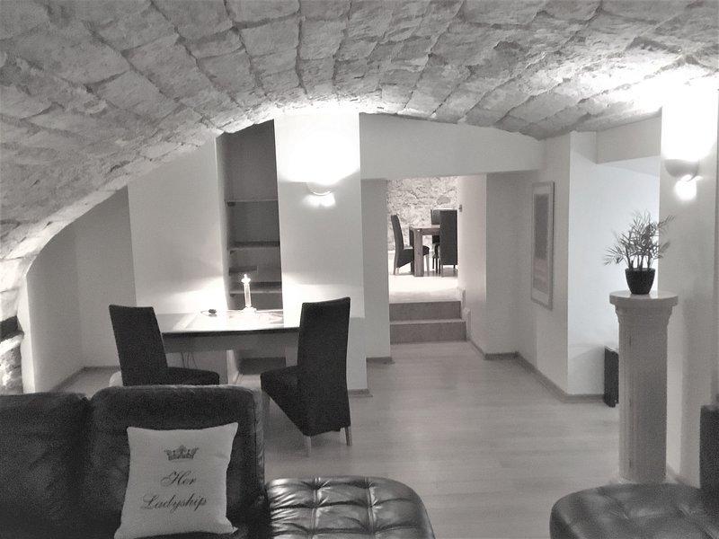 Impresionante espacio habitable integrado en los viejos muros