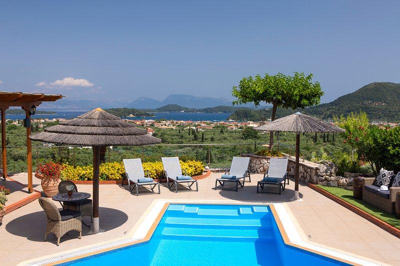 Rachi Villa Sleeps 8 with Pool - 5812595, casa vacanza a Vafkeri