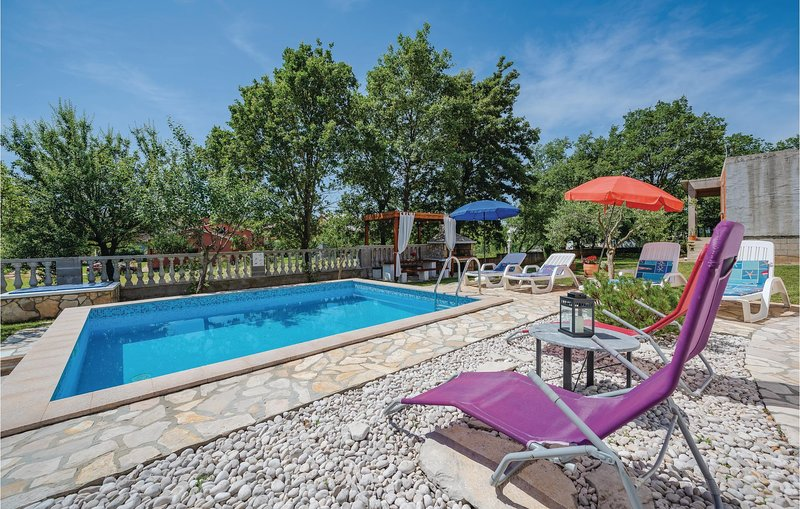 Stunning home in Nedescina with WiFi and 3 Bedrooms (CIK674), location de vacances à Nedescina