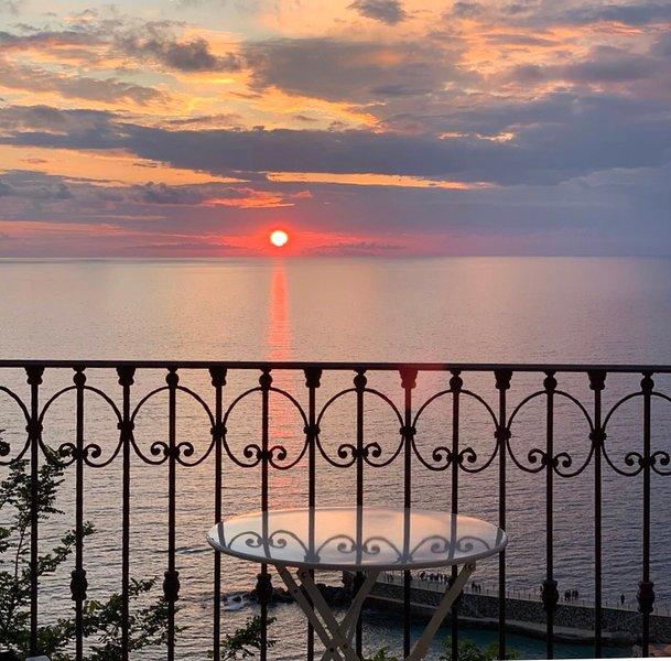 STUDIO BELLAVISTA  in charming Pizzo + BALCONY + GARAGE + WIFI, casa vacanza a Vibo Valentia