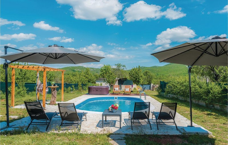 Awesome home in Unesic with WiFi and 3 Bedrooms (CDV012), holiday rental in Prgomet