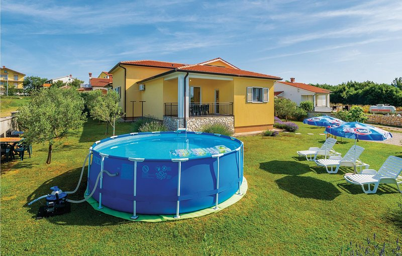 Beautiful home in Nedescina with WiFi and 3 Bedrooms (CIK098), location de vacances à Nedescina