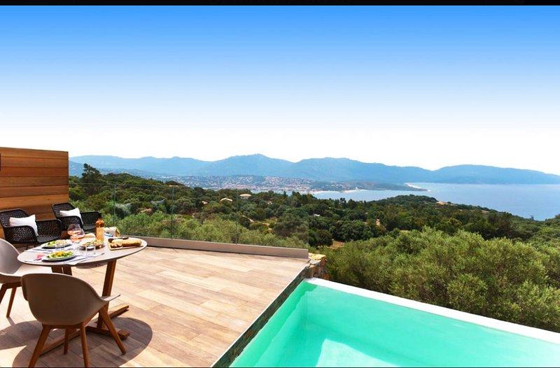 Villa avec piscine chauffée et vue mer, vacation rental in Petreto-Bicchisano