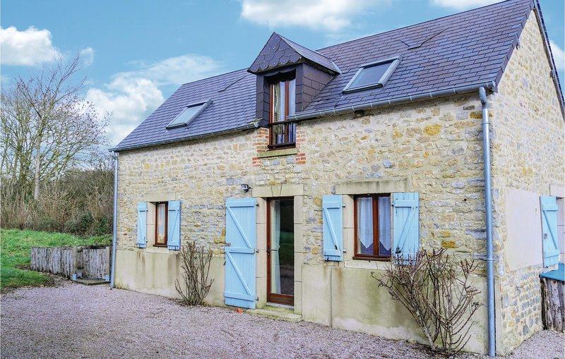 Amazing home in Brucheville with WiFi and 2 Bedrooms (FNM293), holiday rental in Saint-Come-du-Mont