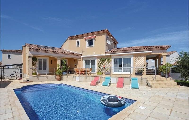 Stunning home in Saint-Gilles with WiFi, 5 Bedrooms and Outdoor swimming pool (F, vacation rental in Franquevaux