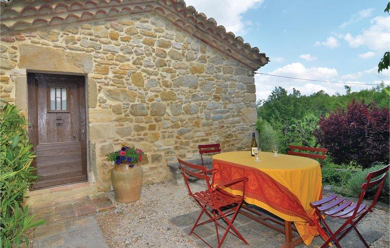 Stunning home in Castelnau-Valence with WiFi and 2 Bedrooms (FLG383), aluguéis de temporada em Saint-Maurice-de-Cazevieille