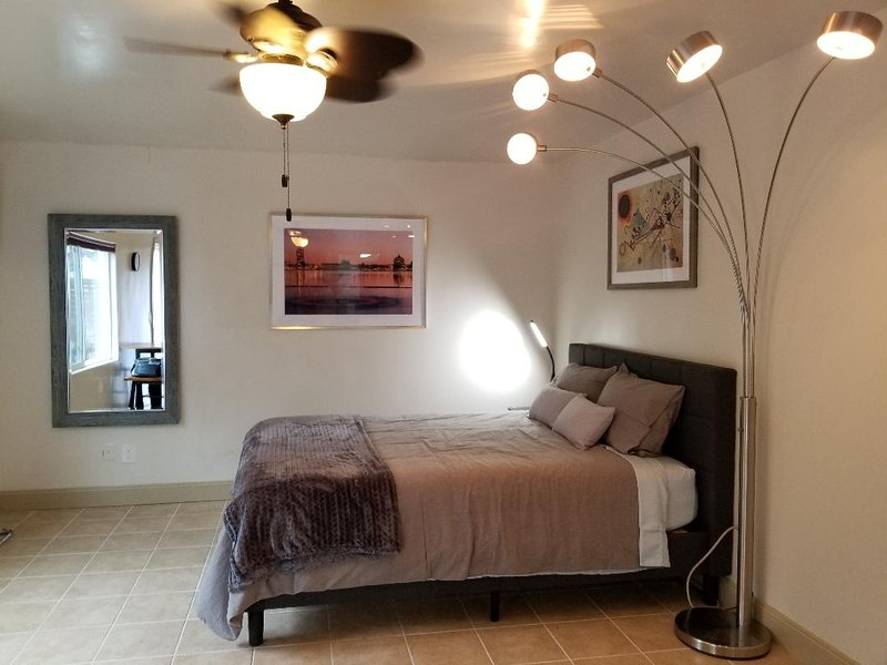 Cozy Studio Apartment with Private Yard, vacation rental in Castro Valley