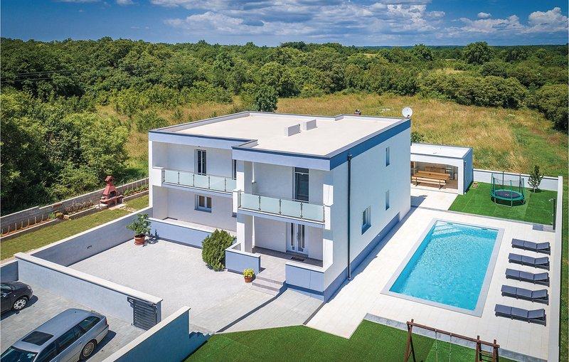 Stunning home in Loborika with WiFi, 5 Bedrooms and Outdoor swimming pool (CIR35, holiday rental in Loborika