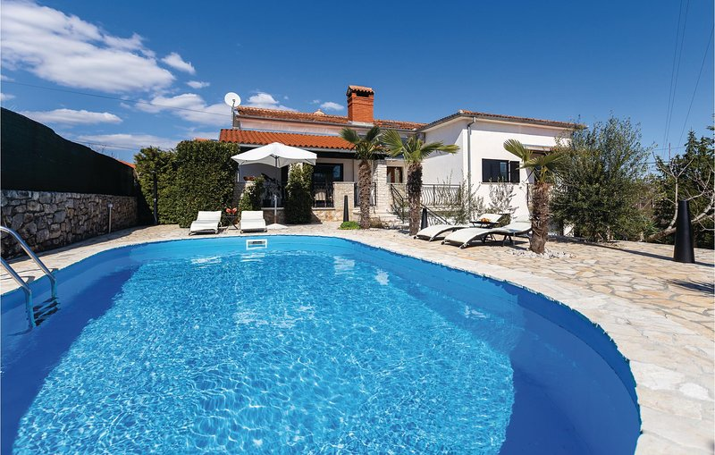 Awesome home in Kanfanar with WiFi and 1 Bedrooms (CIV219), casa vacanza a Golas