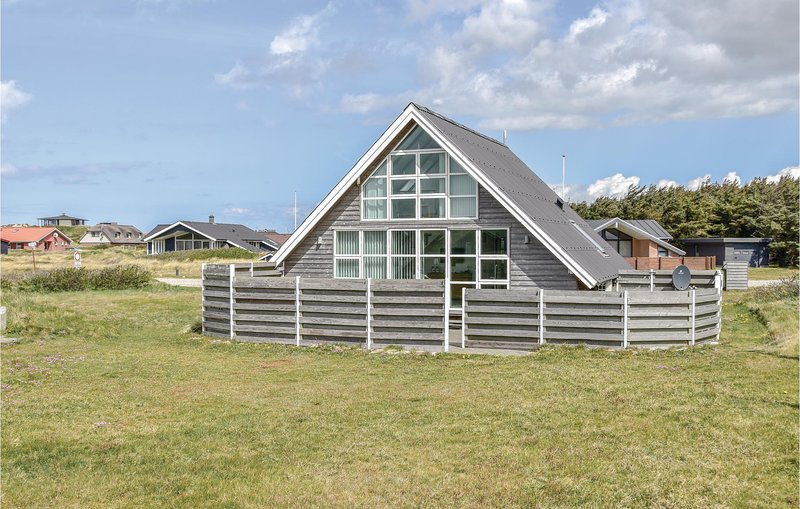 Nice home in Harboøre w/ WiFi and 3 Bedrooms, holiday rental in Struer