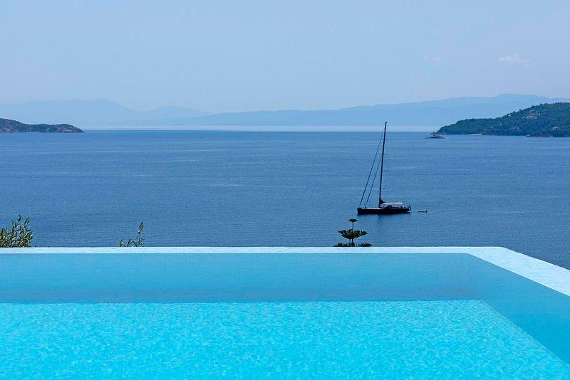 A Unique and Luxurious Villa near Skiathos Town, location de vacances à Skiathos Town