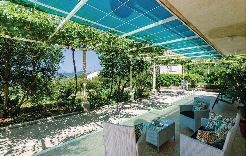 Awesome home in Brsecine with WiFi and 3 Bedrooms (CDD322), casa vacanza a Brsecine