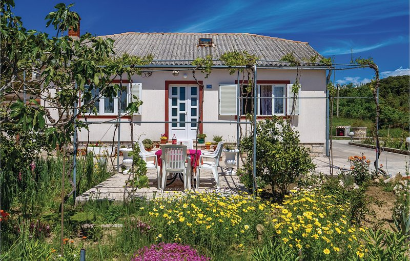 Awesome home in Kampor with WiFi and 3 Bedrooms (CKR581), location de vacances à Kampor