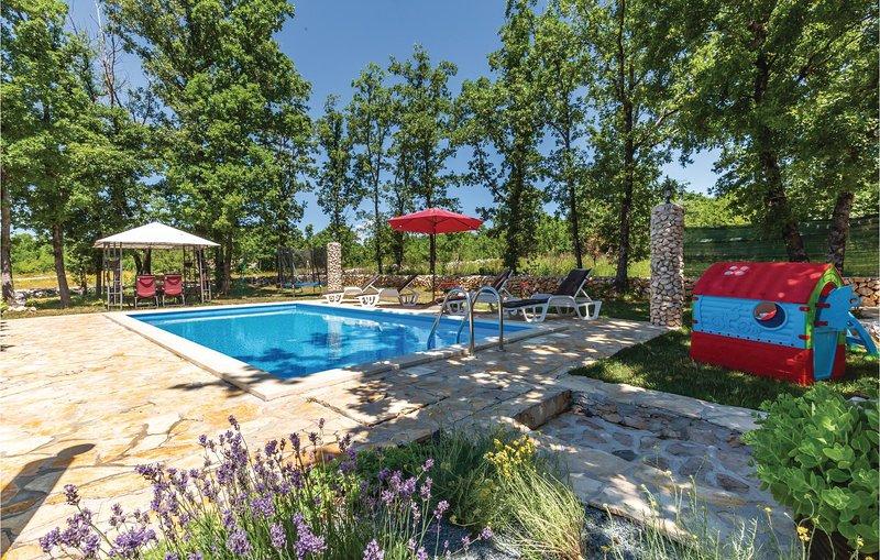 Nice home in Gornji Vinjani with WiFi and 3 Bedrooms (CDF542), location de vacances à Posusje