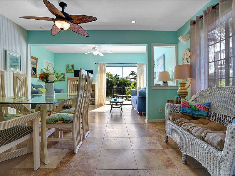 Bayside & Bonita Beach access La Playa Casita with it's Florida color's awaits.