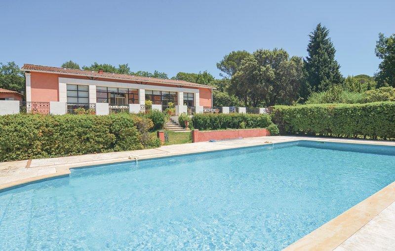 Harmonieuze sfeer voor een ontspannen vakantie (FLG173), holiday rental in Junas