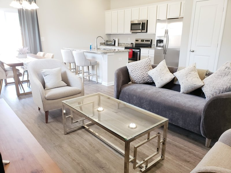 Entire Modern 3 BR, 2.5 BA near Downtown Cola, holiday rental in Seven Oaks
