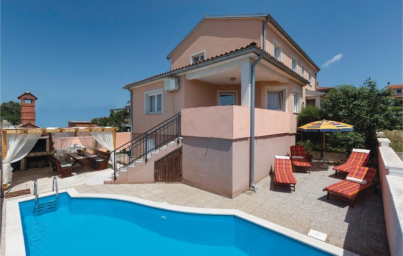 Stunning home in Pula with WiFi and 4 Bedrooms (CIP508), holiday rental in Skatari
