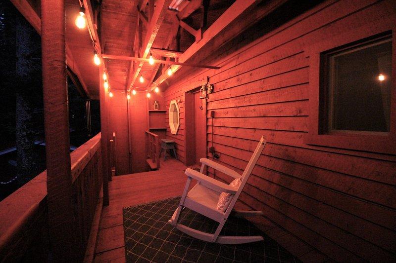 Illuminazione notturna sul portico superiore