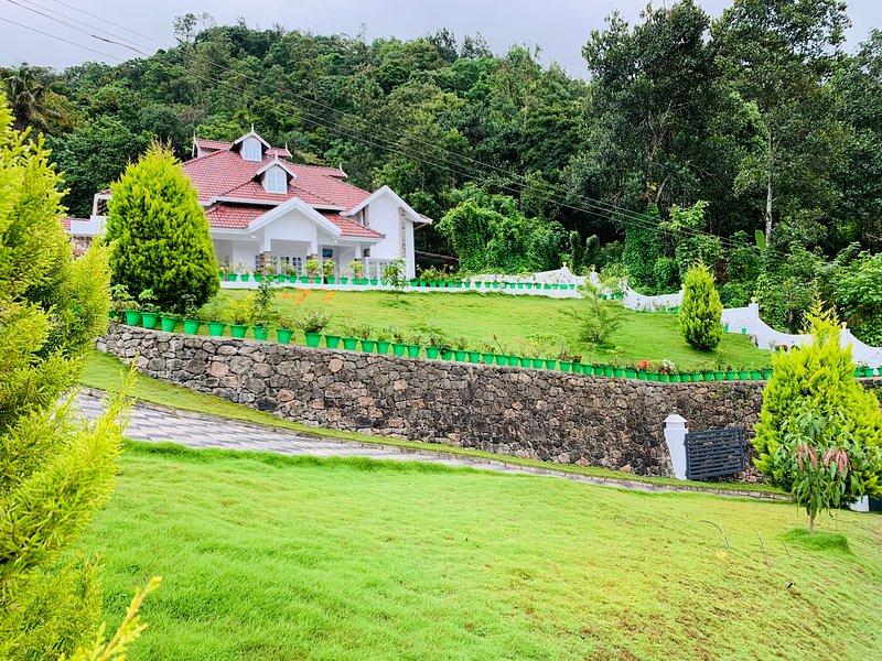 Munnar mountain villa, holiday rental in Pooppara