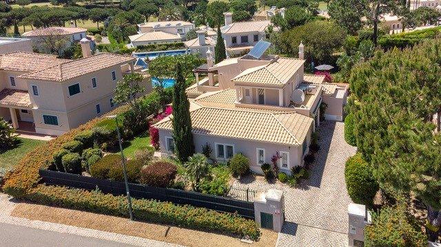 Golfers Paradise - 4 beds villa with own pool and garden in heart of Vila Sol, vacation rental in Vilamoura