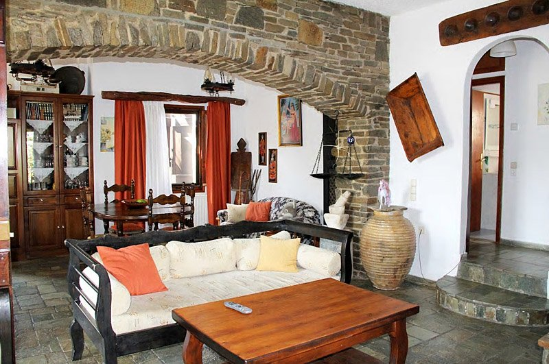 A cozy house, in the traditional Greek style, located in the village of Prodromo, Ferienwohnung in Lefkes