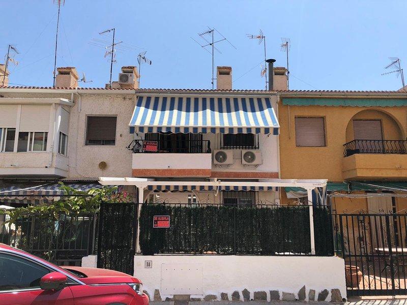 BUNGALOW GAVIOTA 4 PERSONNAS, holiday rental in Santa Pola