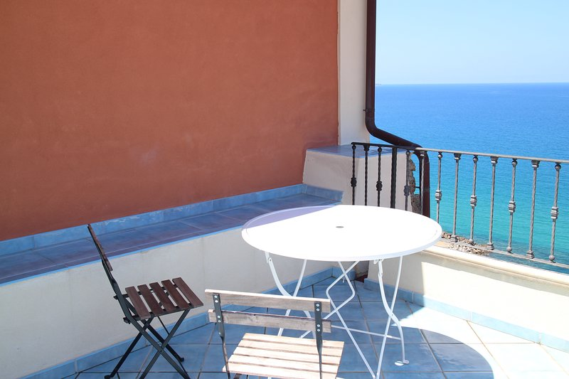 DEPENDANCE DELLE GRAZIE in charming Pizzo, vakantiewoning in Vibo Marina