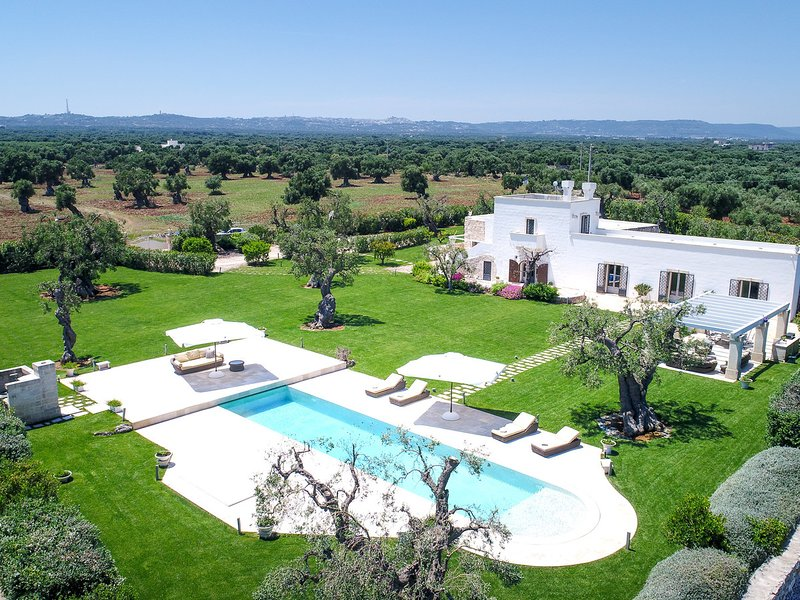 Costa Merlata Villa Sleeps 8 with Pool Air Con and WiFi - 5812697, casa vacanza a Costa Merlata