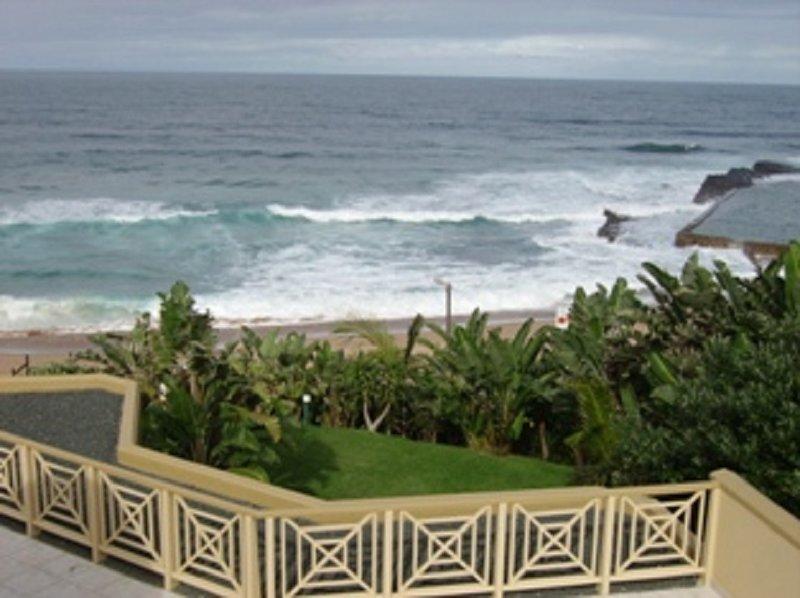 10 Sleeper beachfront apartment, alquiler de vacaciones en Ballito