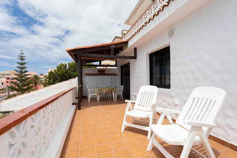 Renewed apartment, 2 bedrooms, sun all day, holiday rental in Las Rosas