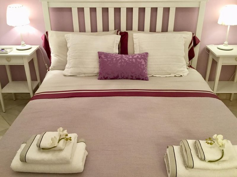 Amethyst Room: double room with extra bed