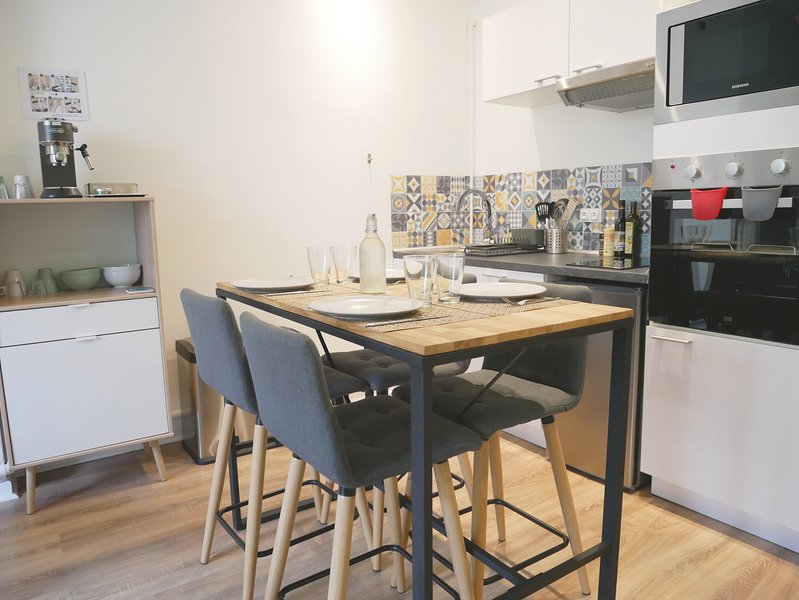 Fully equipped kitchen: - Electric oven - Microwave - 2 ceramic hobs ...