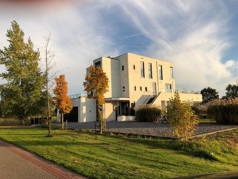 Superdeluxe villa in het Friese meren gebied, location de vacances à Terkaple