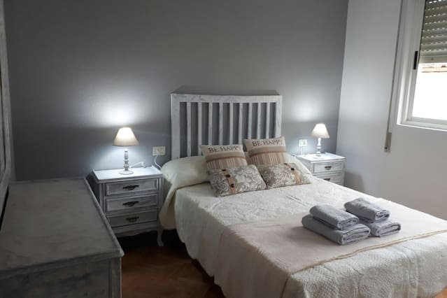 Amazing apt in Sarria & Wifi, location de vacances à O Corgo